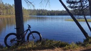 Huosiusjärvi tarjosi mitä hienoimpia maisemaelämyksiä. Pysähdykset tosin olivat lyhyitä verenhimoisten kavereiden vuoksi...